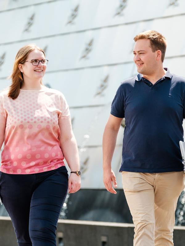man en vrouw lopend