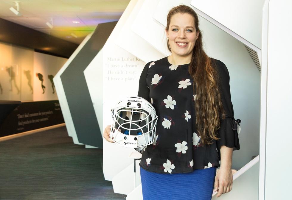 Larissa Meijer met keepershelm