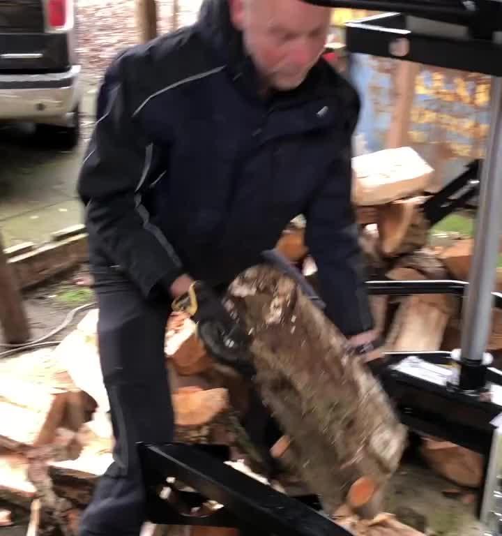 Kloven met de 16 tons houtklover