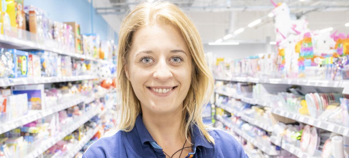 Zdjęcie uśmiechniętego pracownika Action