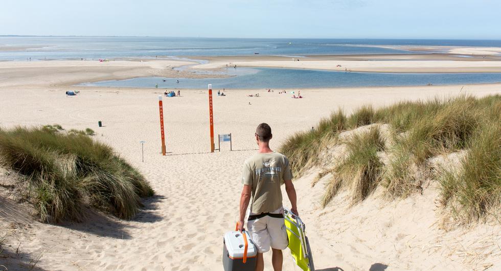 Man op het Maasvlakte-strand, foto van Arnoud Verhey