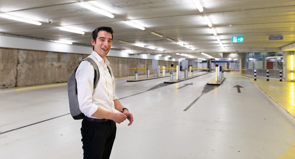 Robert Riteco in parkeergarage, foto van Willem de Kam