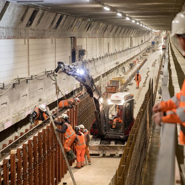 Mannen werken in de maastunnel, foto van eric fecken