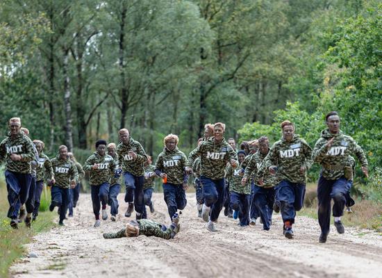 Jongeren aan de slag voor hun MDT (maatschappelijke diensttijd) bij Defensie