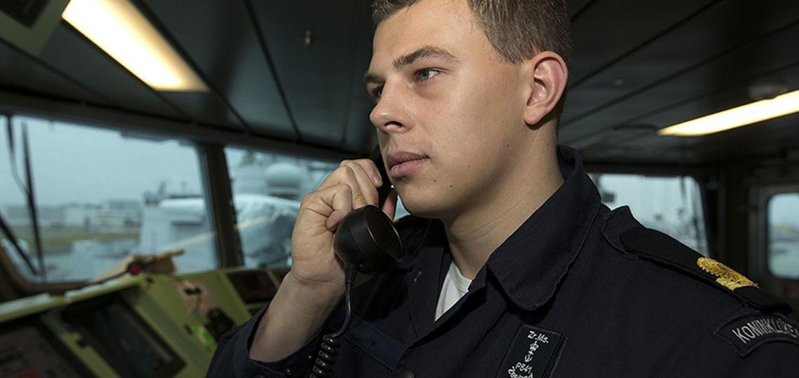 Militair belt op een schip
