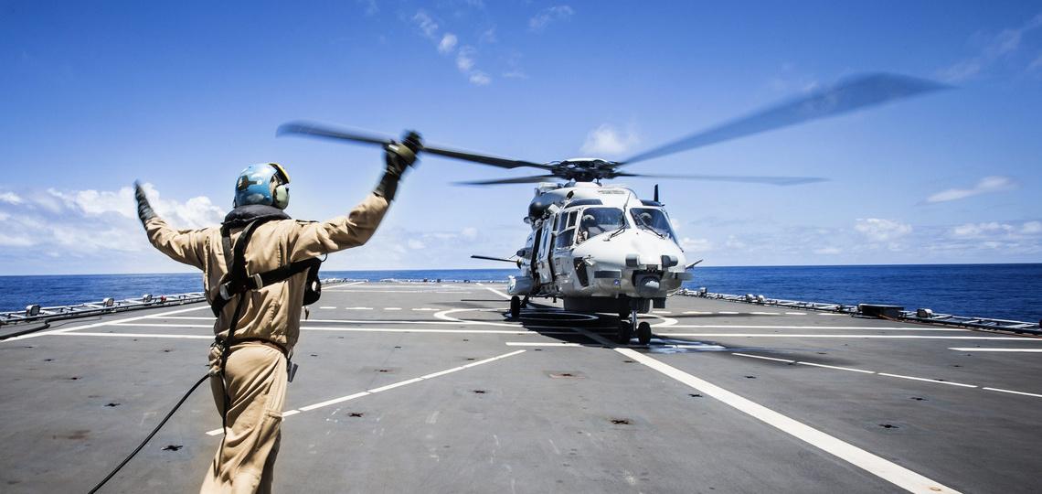 Helikopter op een schip