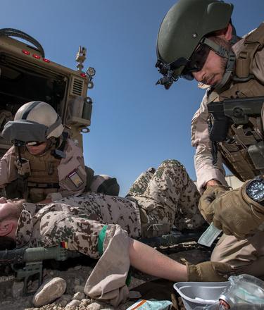 Afghanistan, 28 april 2018,.Op Mazar E Sharif trainen de Geneeskundige dienst van het MMT ( mobile medical team) met de Craotische force protection.