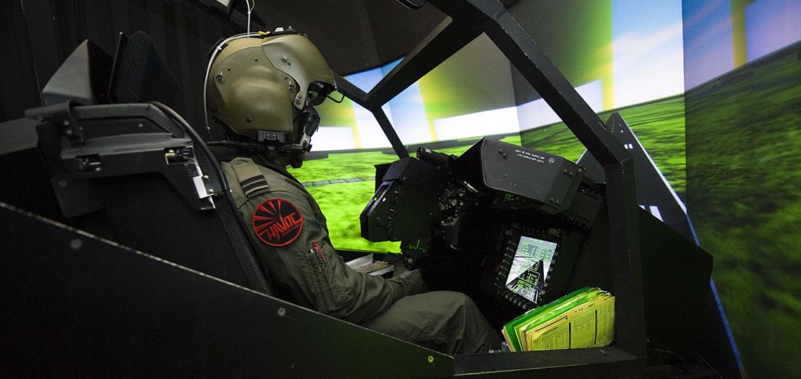 Piloot in vlucht simulatie