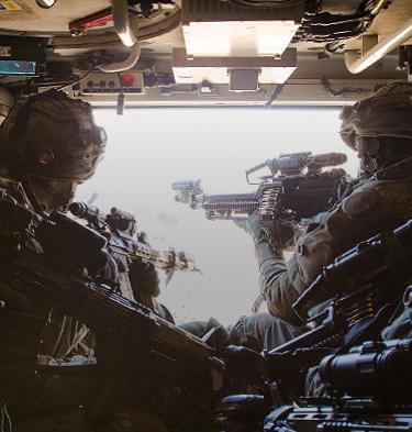 13 Lichte Brigade eenheden zitten in een voertuig