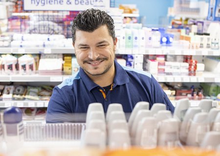 Image d'un employé souriant d'Action